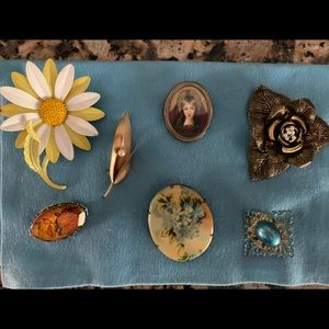 Vintage brooch collection of 7 items